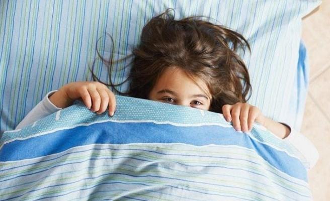 çocuklarda uyku süresi, beyin yapısı, bilişsel ve zihinsel sağlık açısından önemli ilişkilerdir, ancak bu ilişkilerin altında yatan nedenlerin neler olduğunu anlamak için daha fazla araştırmaya ihtiyaç duyuyoruz.